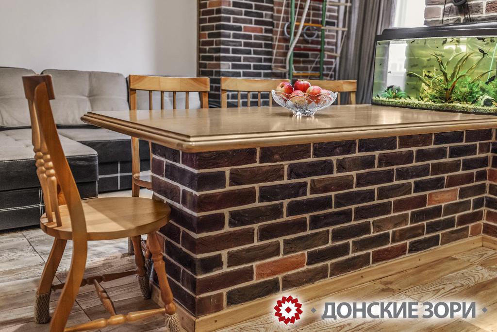 Пример использования кирпича ручной формовки Донские зори в интерьере дома